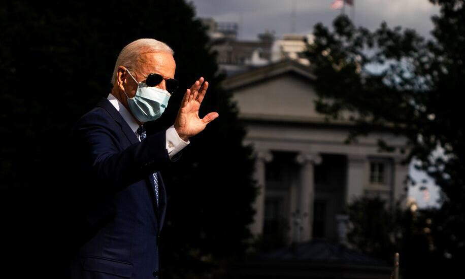 Tổng thống Joe Biden trước khi lên trực thăng rời Nhà Trắng tới New York hôm 20/9. Ảnh: Washington Post.