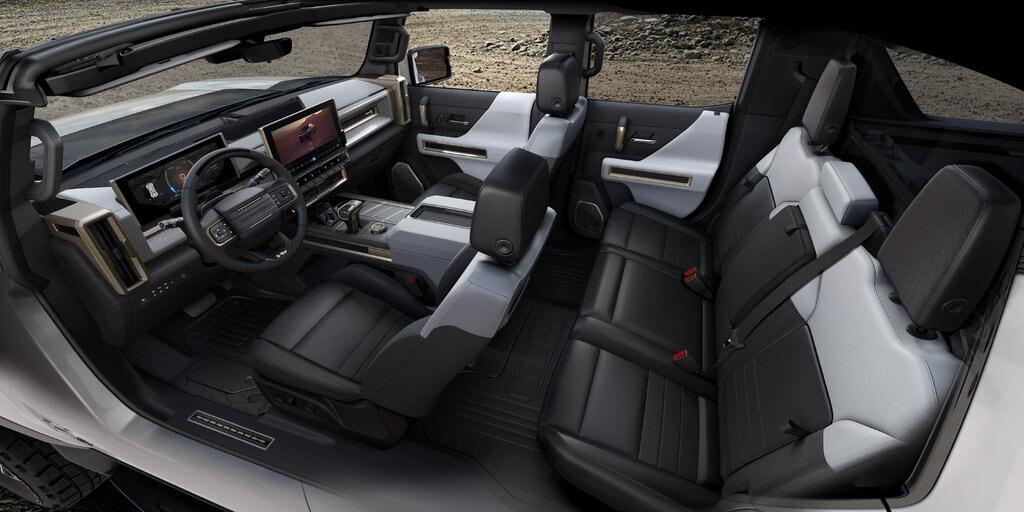 [ảnh 3] Xe điện Hummer mới sẽ hoàn toàn không có da, sử dụng sợi nhân tạo cho ghế ngồi, thảm và ốp bọc trần mái. Ảnh: GM.
