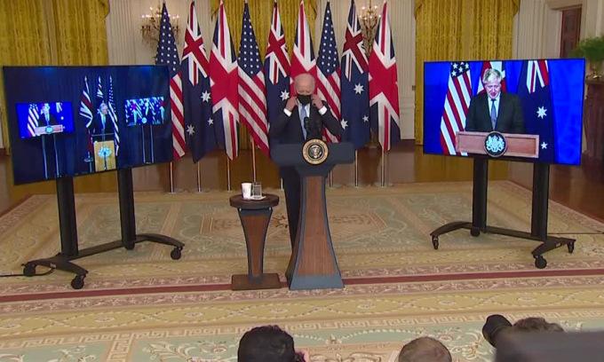 Lãnh đạo Australia, Mỹ và Anh trong cuộc họp báo trực tuyến công bố thỏa thuận hôm 15/9. Ảnh: Reuters.