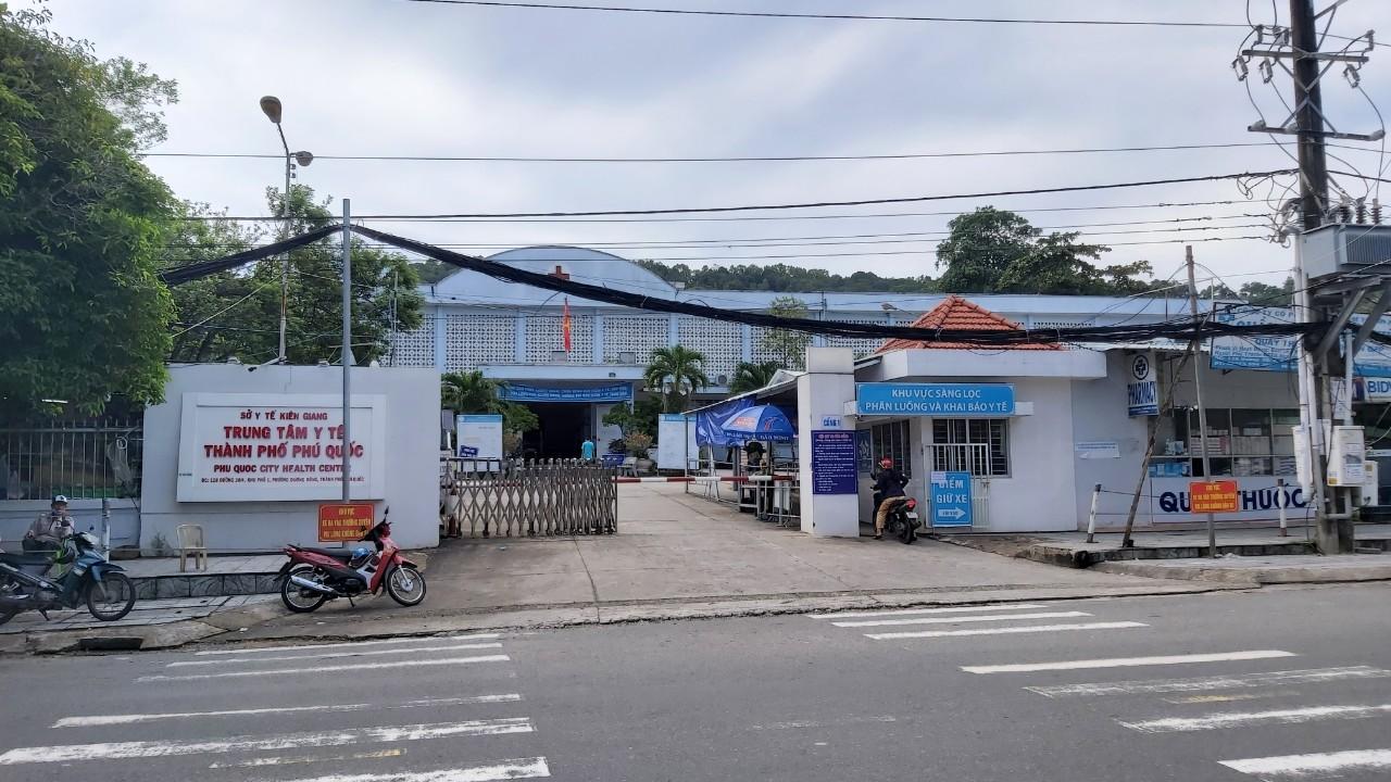Trung tâm Y tế thành phố Phú Quốc nơi cách ly tập trung các F1 của chùm ca lây nhiễm mới phát hiện. Ảnh: Ngọc Tài.