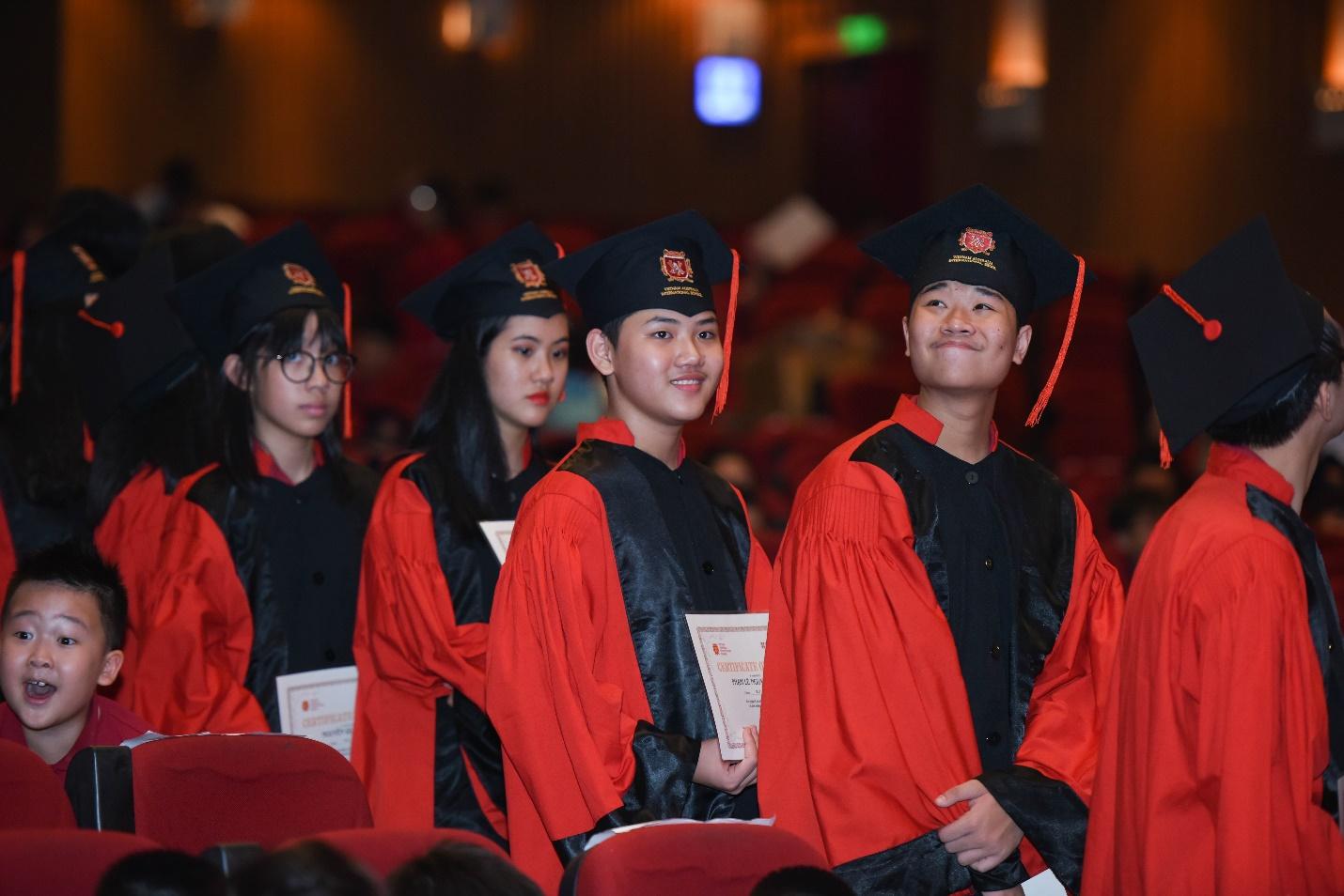 Kết quả xuất sắc tại kỳ thi AS/ A Level giúp học sinh VAS đoạt được các suất học bổng du học giá trị cao.