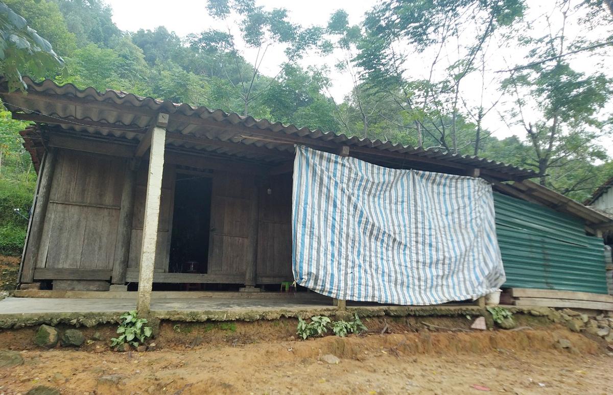 Căn nhà mà gia đình Sương đang sinh sống ở bản Rào Tre, xã Hương Liên, huyện Hương Khê. Ảnh: Hùng Lê