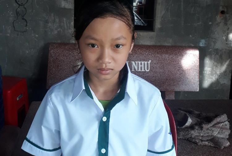Em Phạm Thi Khánh Như mới vào lớp 6, lo lắng vì không có thiết bị học trực tuyến. Ảnh: Đức Duy