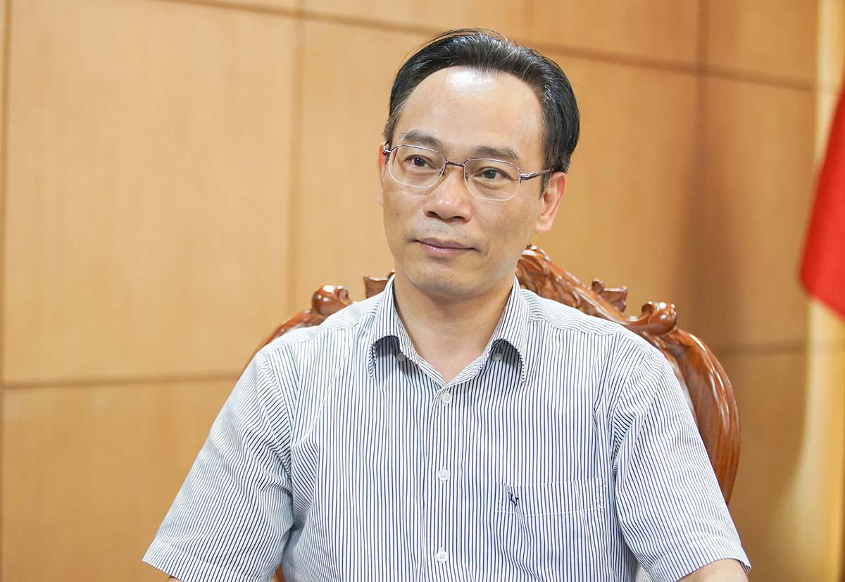 Thứ trưởng Hoàng Minh Sơn trong buổi trả lời báo chí về điểm chuẩn năm 2021 hôm 17/9. Ảnh: MOET