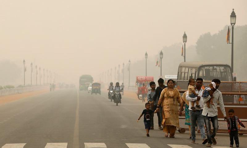 Khói bụi bao trùm thủ đô New Delhi, Ấn Độ ngày 1/11/2019. Ảnh: Reuters.