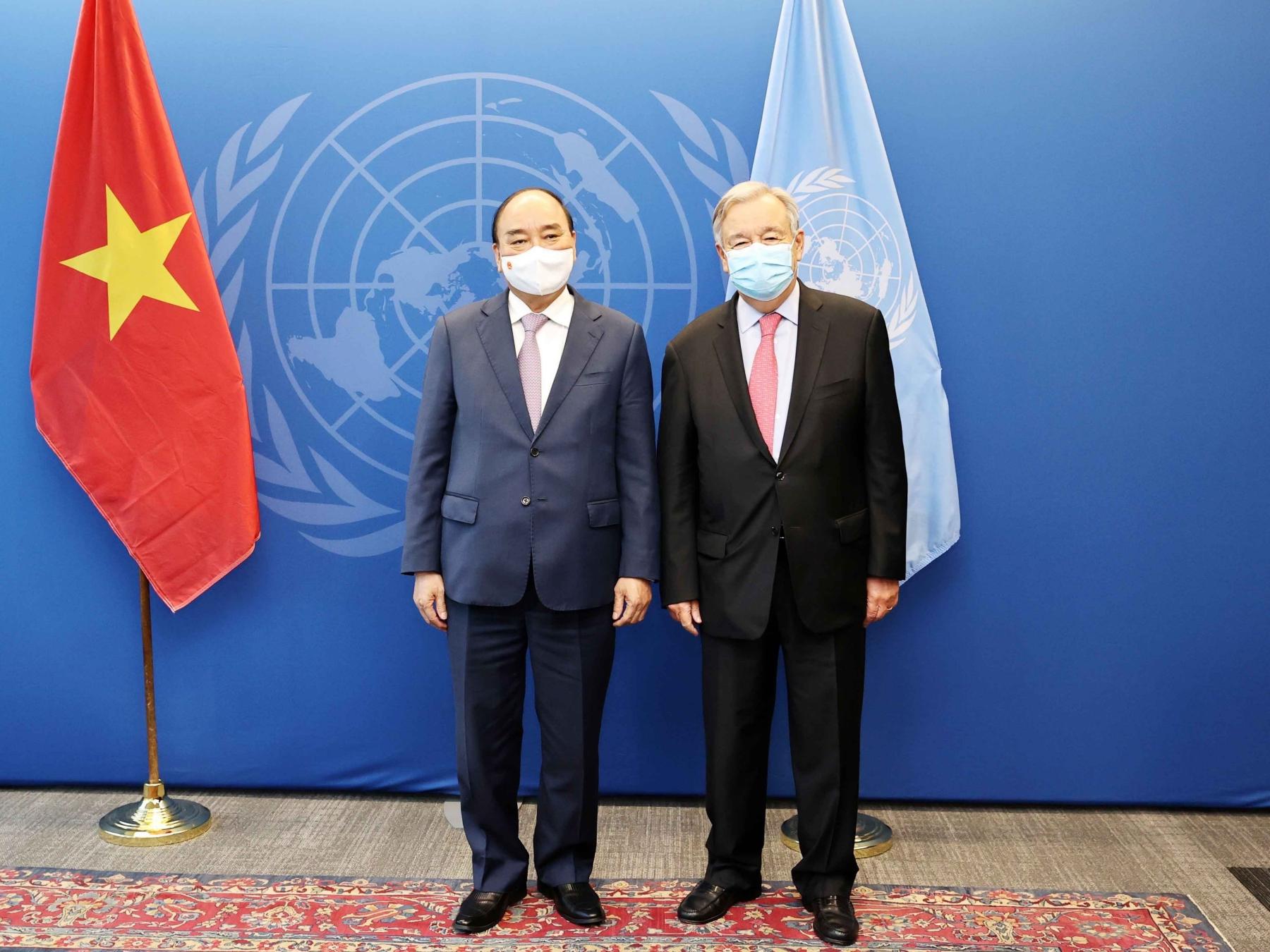 Chủ tịch nước Nguyễn Xuân Phúc (trái) gặp Tổng thư ký Liên Hợp Quốc Antonio Guterres hôm 21/9. Ảnh: TTXVN.