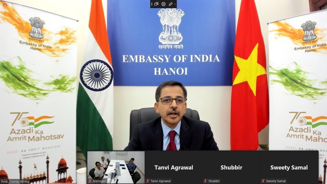 Đại sứ Ấn Độ tại Việt Nam dự hội nghị trực tuyến về hợp tác giữa THSTI và Nanogen hôm nay. Ảnh: Đại sứ quán Ấn Độ.