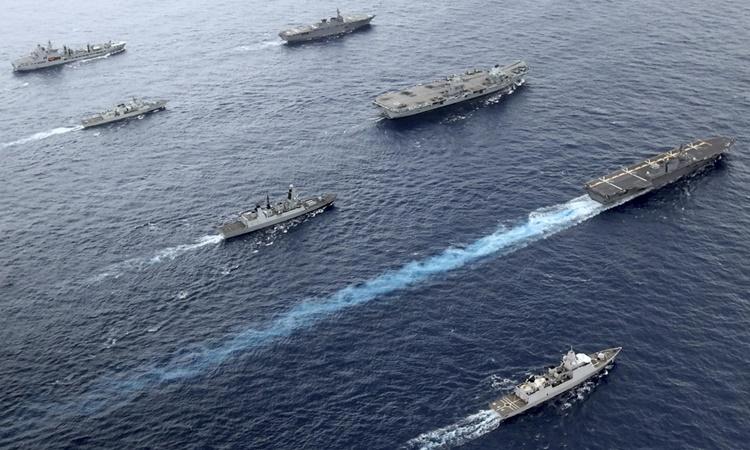 Nhóm tác chiến tàu sân bay Anh cùng tàu sân bay trực thăng Nhật Bản và khinh hạm Canada trên Thái Bình Dương tháng 9/2021. Ảnh: AP.