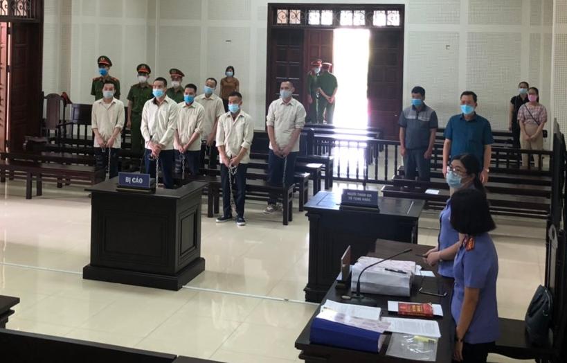 Các bị cáo tại phiên tòa ngày 23/9. Ảnh: Nguyễn Đình Tiến