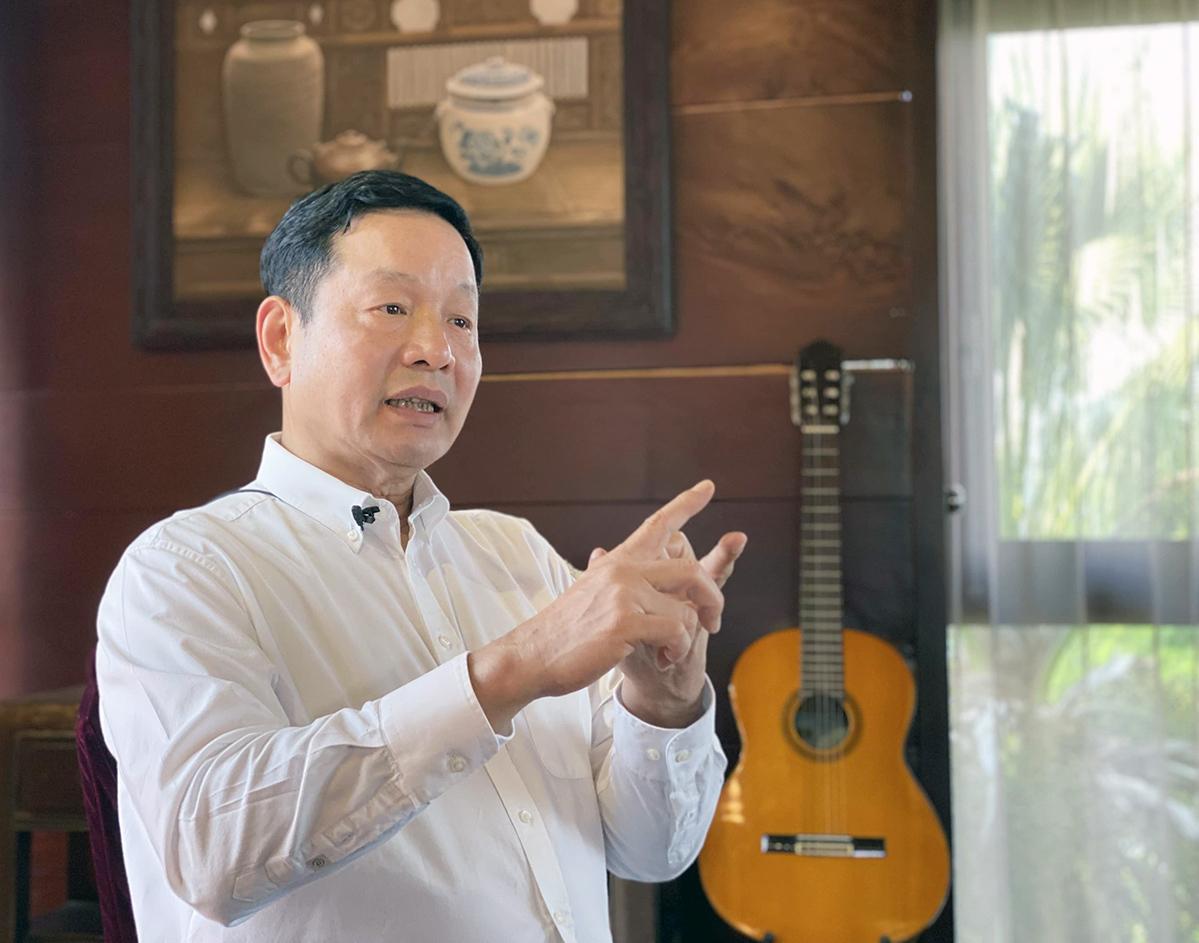 Ông Trương Gia Bình, Chủ tịch HĐQT Tập đoàn FPT trong buổi phỏng vấn với VnExpress. Ảnh: Quang Anh.