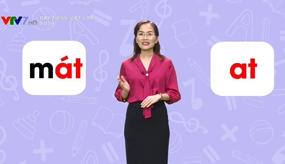 Cô giáo dạy tiếng Việt lớp 1 qua kênh VTV7. Ảnh: VTV