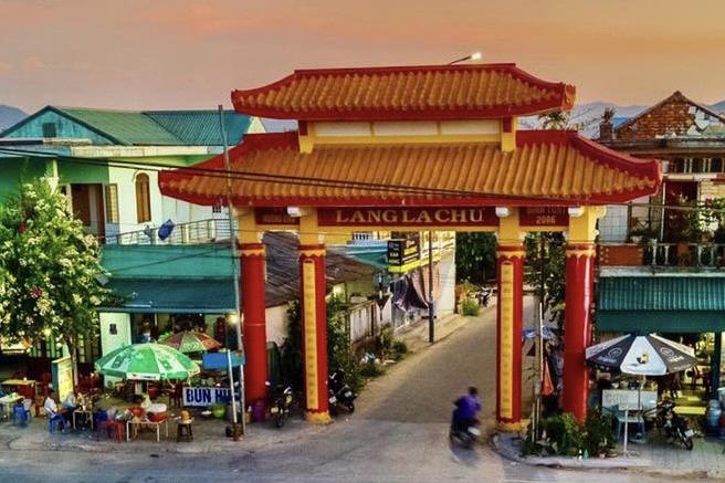 Đường vào làng La Chữ, phường Hương Chữ. Ảnh: Vạn An
