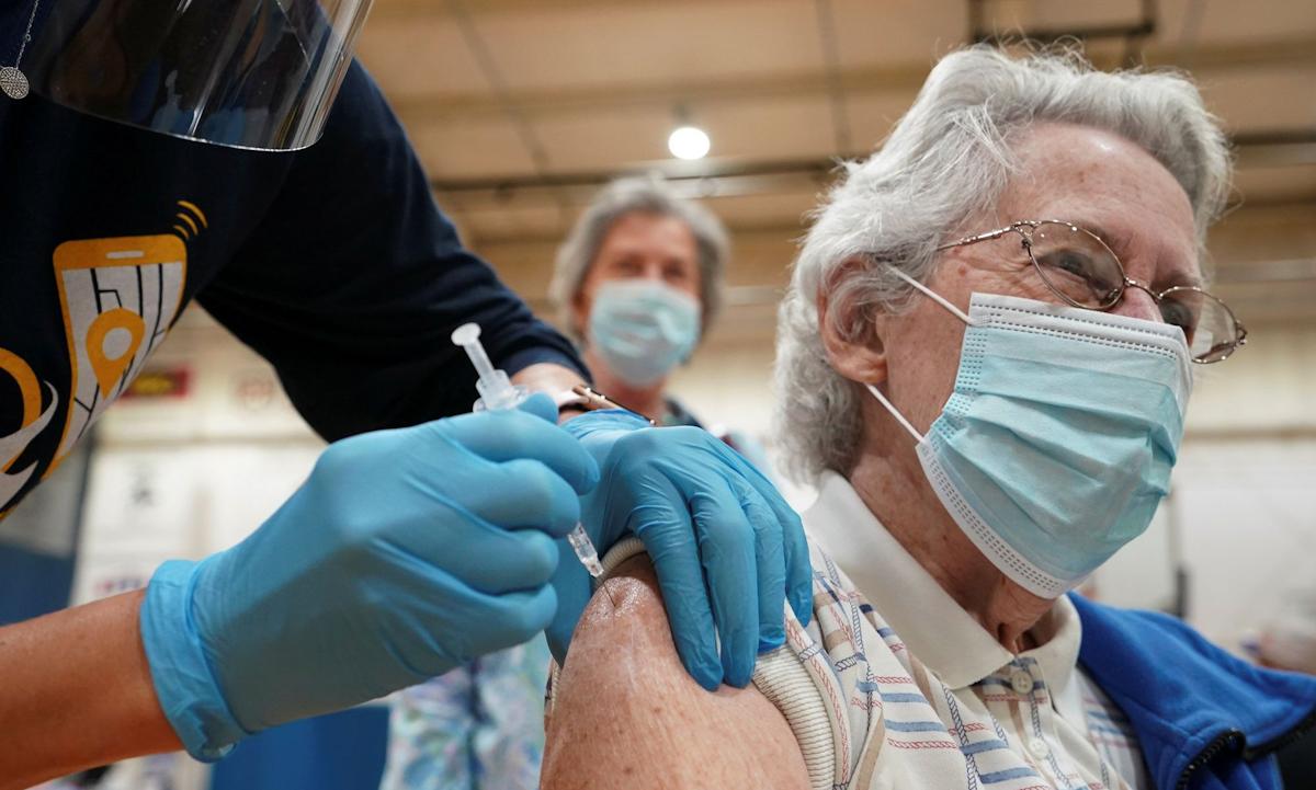 Một điểm tiêm chủng vaccine Covid-19 tại Martinsburg, Tây Virginia hôm 11/3. Ảnh: Reuters.