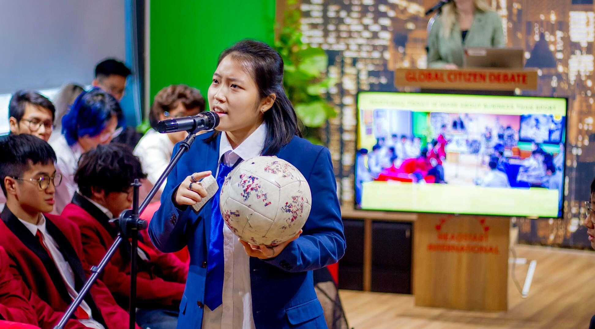 Cuộc thi The Debate Challenge giúp học sinh THPT phát triển tư duy, sáng tạo, tìm hiểu kiến thức. Ảnh: Little Australia