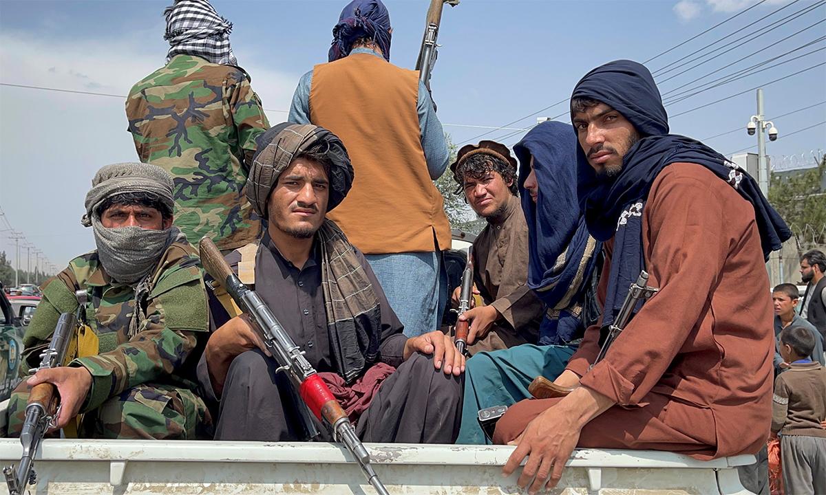 Các thành viên Taliban đi tuần tại thủ đô Kabul của Afghanistan ngày 31/8. Ảnh: Reuters.