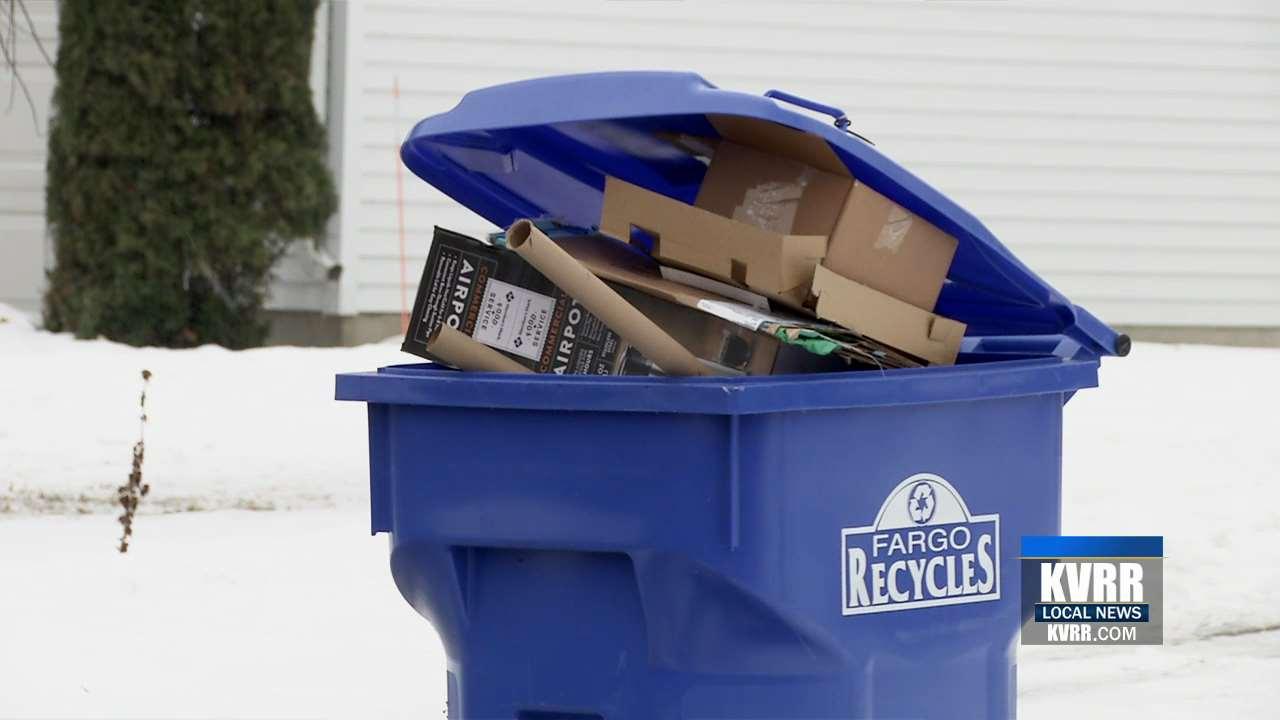 Những chiếc hộp đựng đồ điện tử đắt tiền không được xử lý trước khi vứt ra thùng rác có thể khiến trộm để ý đến nhà bạn. Ảnh: KVRR