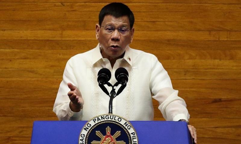 Tổng thống Philippines Rodrigo Duterte phát biểu tại Hạ viện ở thành phố Quezon, vùng đô thị Manila tháng trước. Ảnh: Reuters.