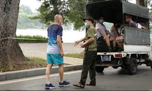 Hà Nội xử phạt nhiều người đi tập thể dục