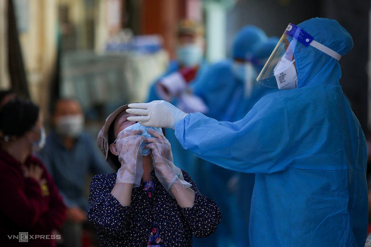 Đà Nẵng đã thực hiện 7 lần xét nghiệm toàn dân trong vòng 1 tháng. Ảnh: Nguyễn Đông.
