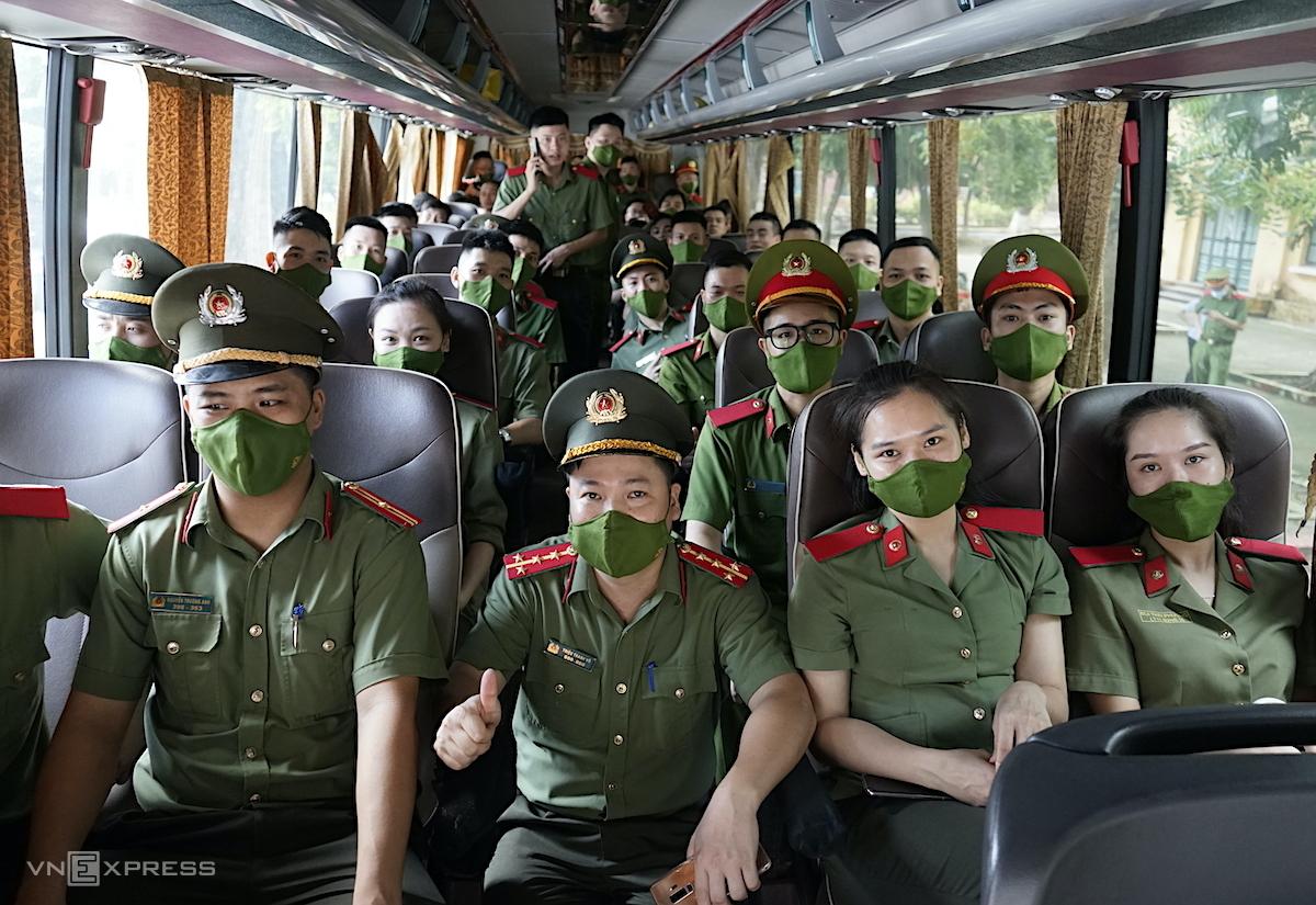 Học viên Học viện An ninh nhân dân lên đường chi viện Đồng Nai chống Covid-19 hôm 6/9. Ảnh: Gia Chính
