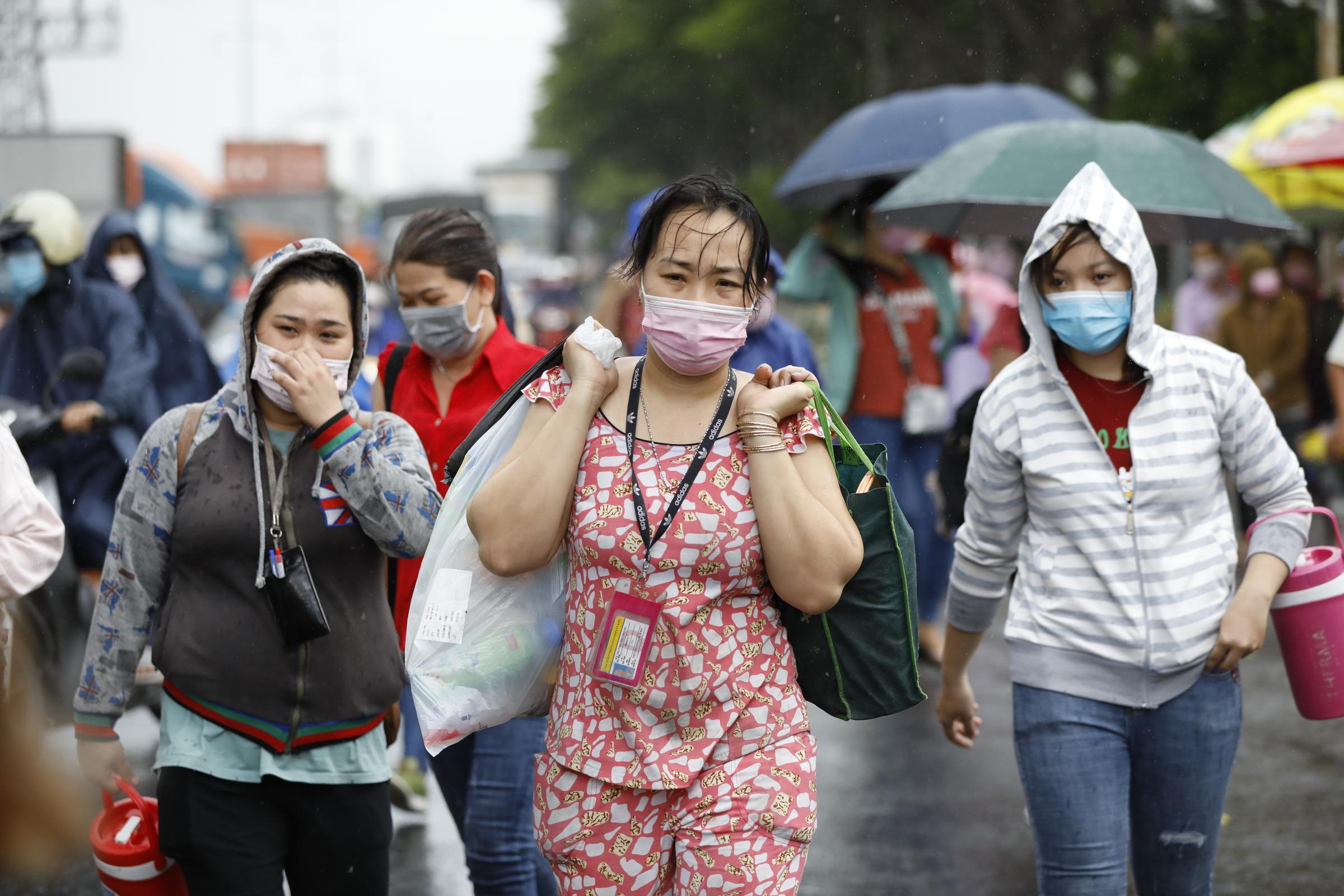 Công nhân làm việc tại Công ty TNHH PouYuen Việt Nam. Ảnh: Hữu Khoa