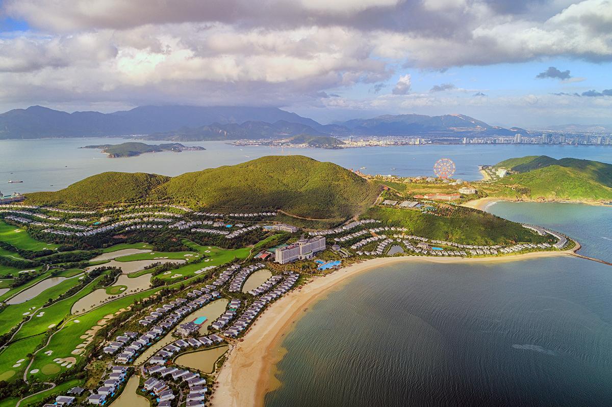 Khu du lịch, nghĩ dưỡng Vinpearl Land nằm trên đảo Hòn Tre, vịnh Nha Trang. Ảnh: An Phước