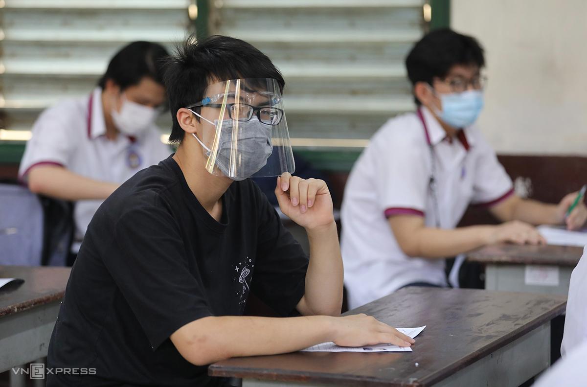 Thí sinh dự thi tốt nghiệp THPT năm 2021 tại TP HCM. Ảnh: Quỳnh Trần