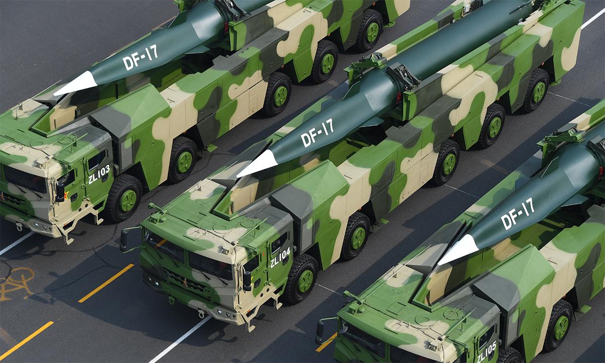 Tên lửa siêu vượt âm DF-17 trong lễ duyệt binh tại thủ đô Bắc Kinh, Trung Quốc, tháng 10/2019. Ảnh: PLA.