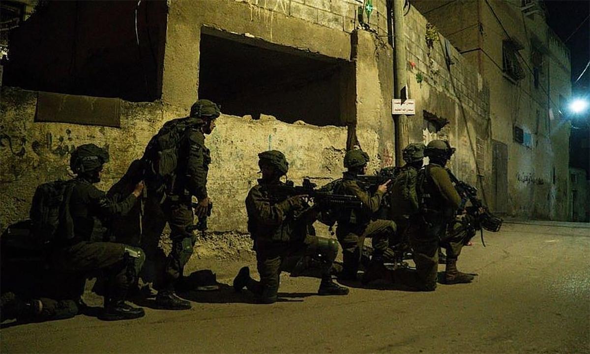 Binh sĩ Israel truy lùng các tay súng Palestine ở làng Burqin tháng 2/2017. Ảnh: IDF.