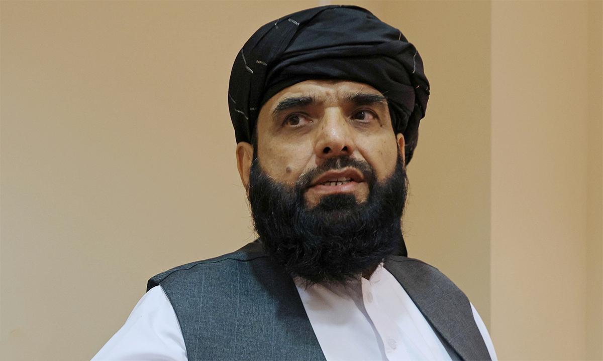 Phát ngôn viên Taliban Suhail Shaheen sau cuộc họp báo ở Moskva, Nga ngày 9/7. Ảnh: Reuters.