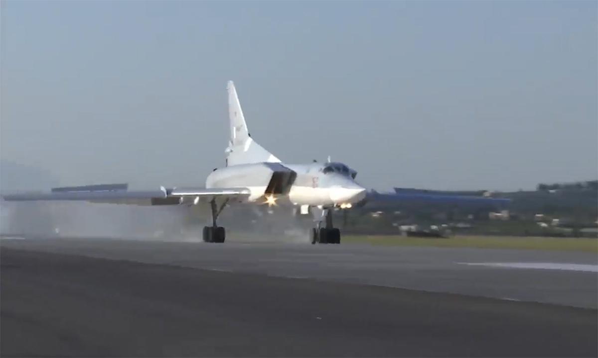 Oanh tạc cơ Tu-22M3 hạ cánh xuống căn cứ Hmeimim tại Syria ngày 25/5. Ảnh:Zvezda.