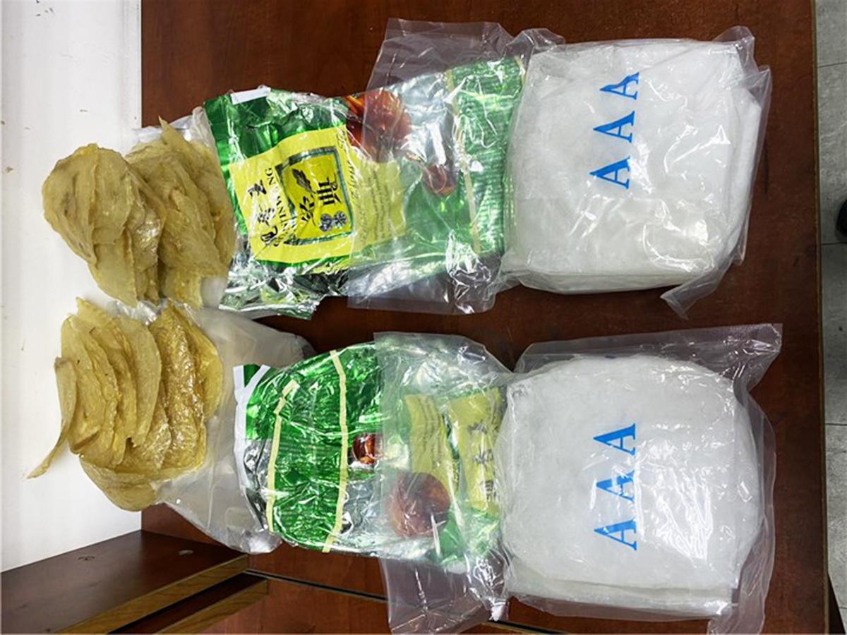 Các túi cá khô chứa 3,6 kg ma tuý đá. Ảnh: Hải quan