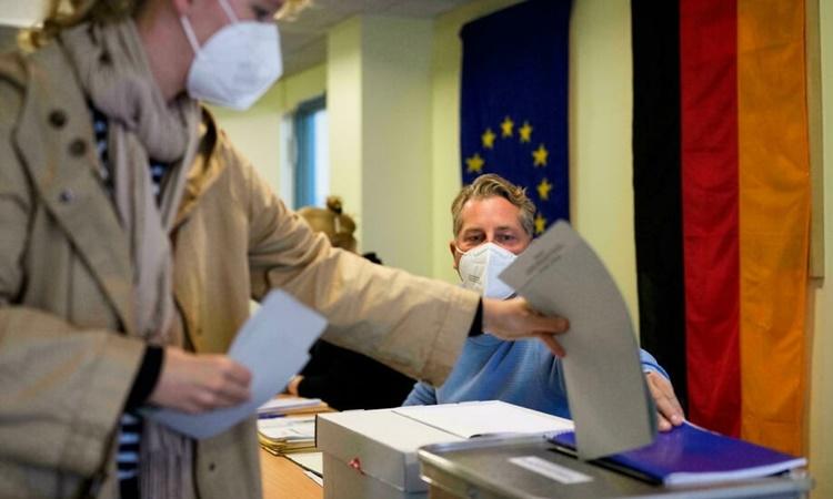 Một địa điểm bỏ phiếu trong cuộc bầu cử quốc hội Đức ở thủ đô Berlin ngày 26/9. Ảnh: AP.