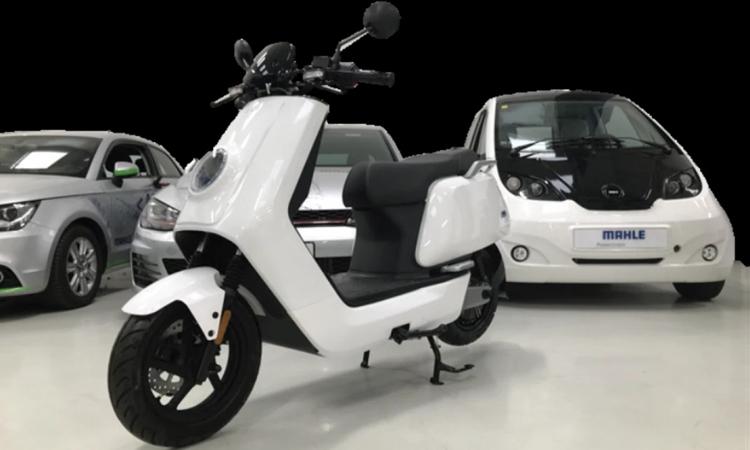 Loại pin lithium-carbon mới có khả năng sạc xe moped điện trong 90 giây. Ảnh: Mahle