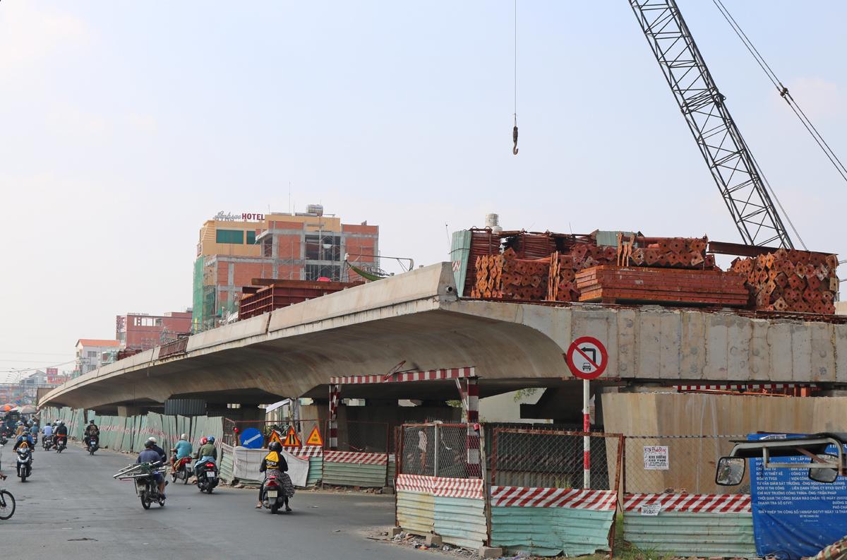 Công trình thi công cầu Bưng (tiếp giáp quận Tân Phú và Bình Tân) hồi tháng 2/2021. Ảnh: Gia Minh