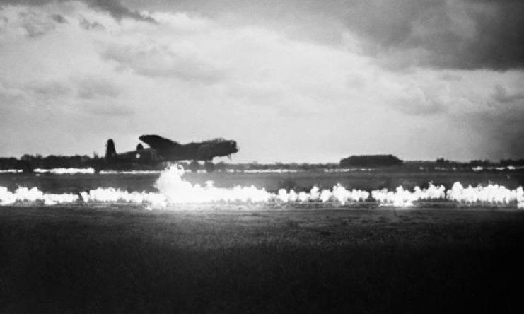 Hệ thống FIDO kích hoạt khi máy bay cất cánh tại căn cứ Graveley vào tháng 5/1945. Ảnh: RAF.