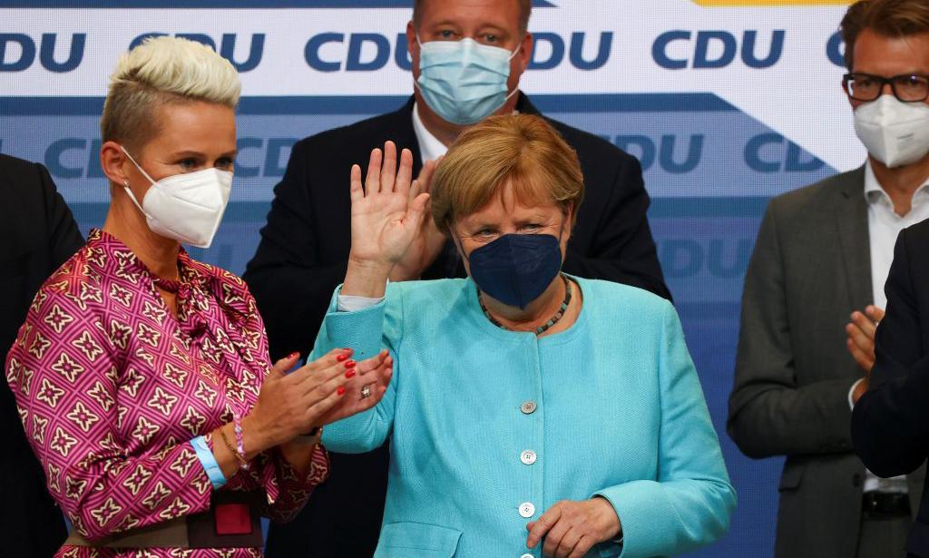 Thủ tướng Angela Merkel tại trụ  sở đảng CDU ở Berlin hôm 26/9. Ảnh: Reuters.