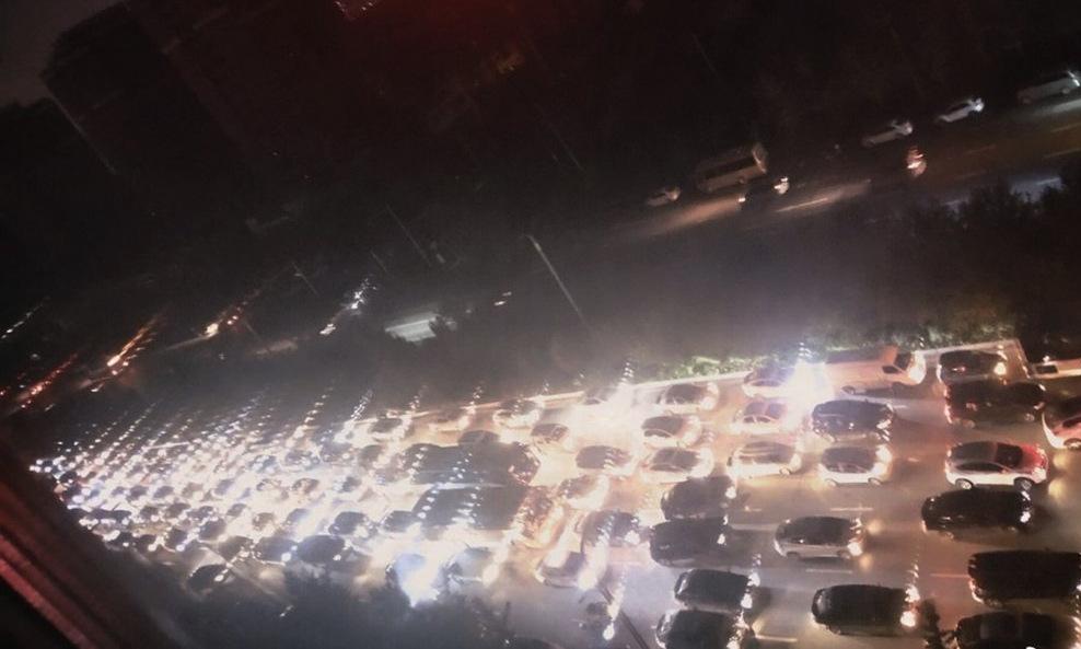 Đèn đường bị tắt ở thành phố Thẩm Dương hôm 23/9. Ảnh: SCMP.