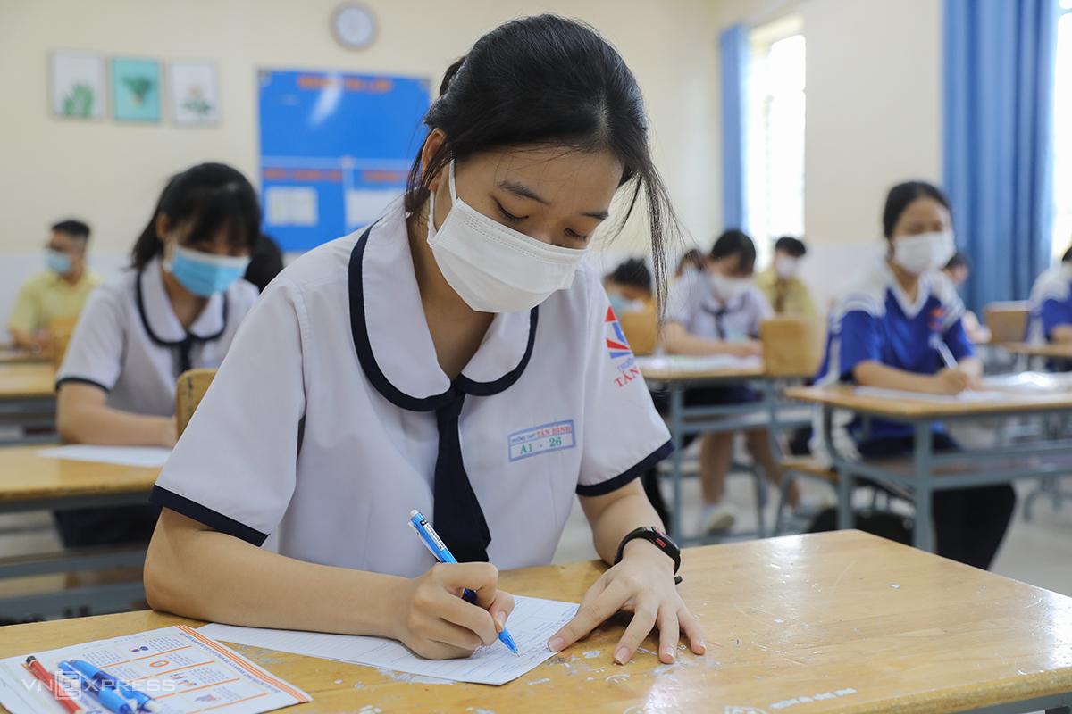 Thí sinh dự thi tốt nghiệp THPT năm 2021 tại trường THCS Tôn Thất Tùng (quận Tân Phú, TP HCM). Ảnh: Quỳnh Trần
