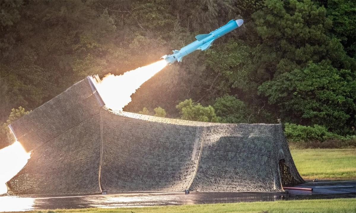 Tên lửa Hùng Phong II của Đài Loan rời bệ phóng trong một cuộc thử nghiệm. Ảnh: AFP.