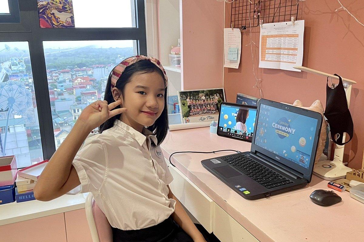 Học sinh trường Phổ thông Song ngữ Liên cấp Wellspring, Hà Nội, dự lễ khai giảng trực tuyến hôm 5/9. Ảnh: Wellspring