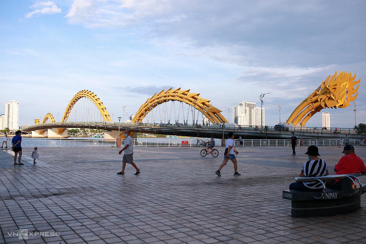 Người dân Đà Nẵng được đi thể dục ngoài trời, ảnh chụp đầu tháng 7. Ảnh: Nguyễn Đông