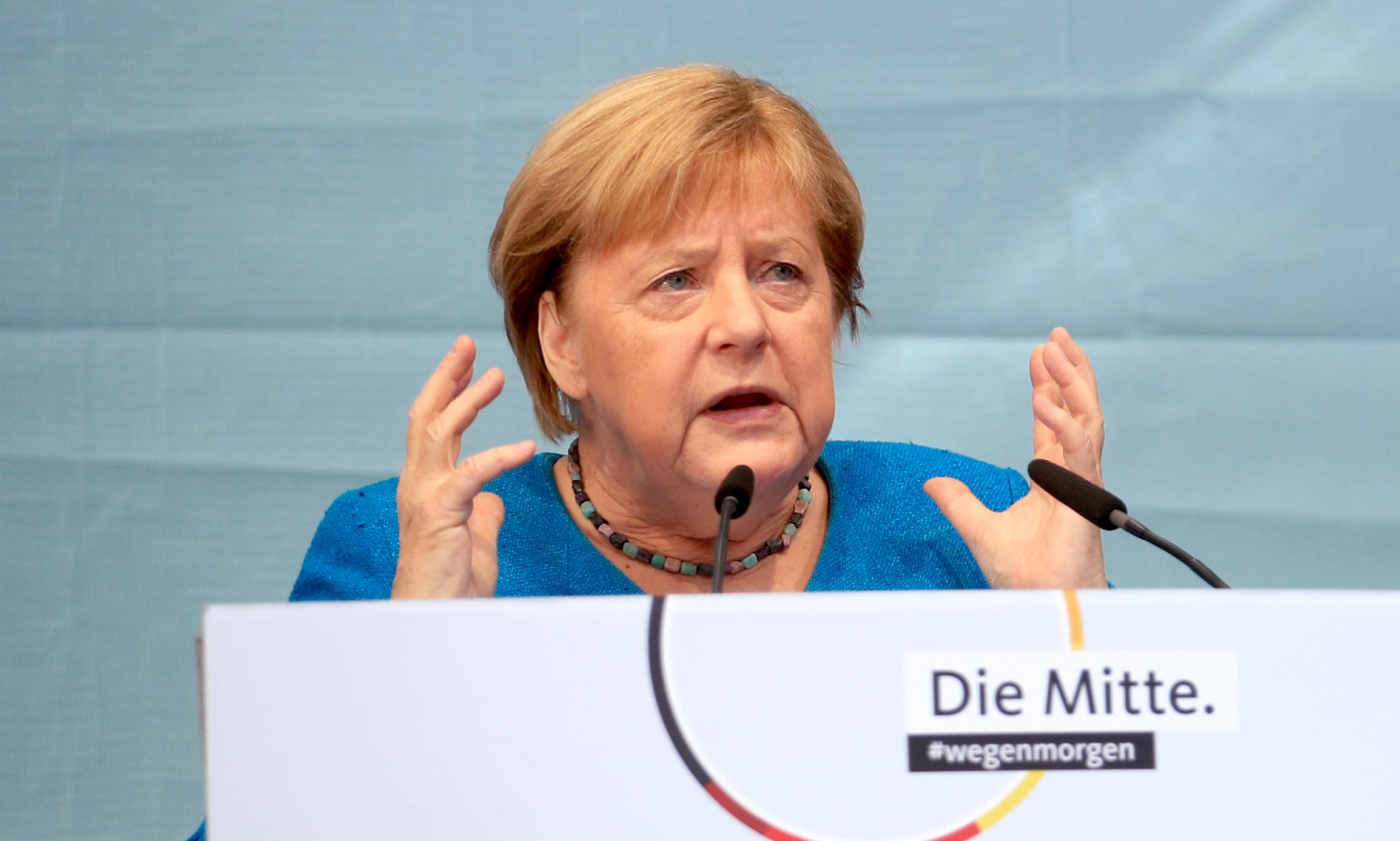 Thủ tướng Angela Merkel phát biểu tại một cuộc vận động ở thành phố Aachen, Đức, hôm 25/9. Ảnh: Reuters.