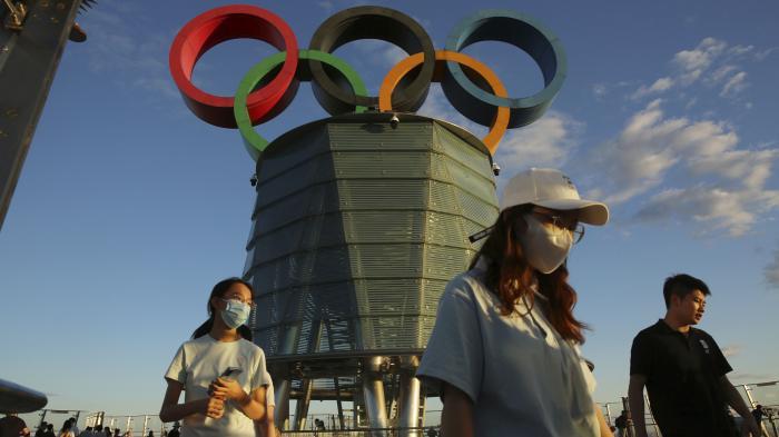 Biểu tượng Olympic trên Tháp Olympic, Bắc Kinh, Trung Quốc, hôm 1/8. Ảnh: Reuters.