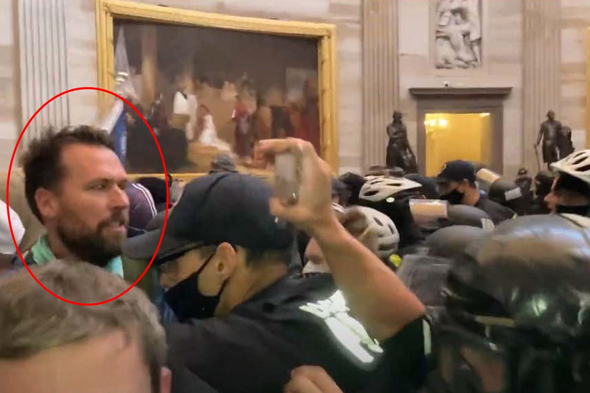 Nhà vô địch Olympic Klete Keller tham gia bạo loạn Đồi Capitol hôm 6/1. Ảnh: Townhall.com.