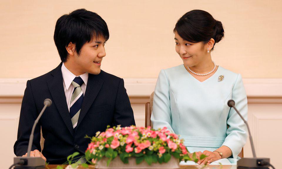Công chúa Mako và hôn phu Kei Komuro tại cuộc họp báo công bố đính hôn ở Tokyo, Nhật Bản, hồi tháng 9/2017. Ảnh: Reuters.