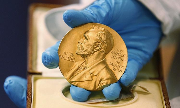 Huy chương Nobel giành cho người thắng giải. Ảnh: AP