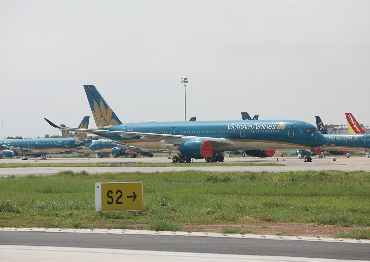 Máy bay đỗ la liệt tại sân bay Nội Bài. Ảnh: Ngọc Thành.