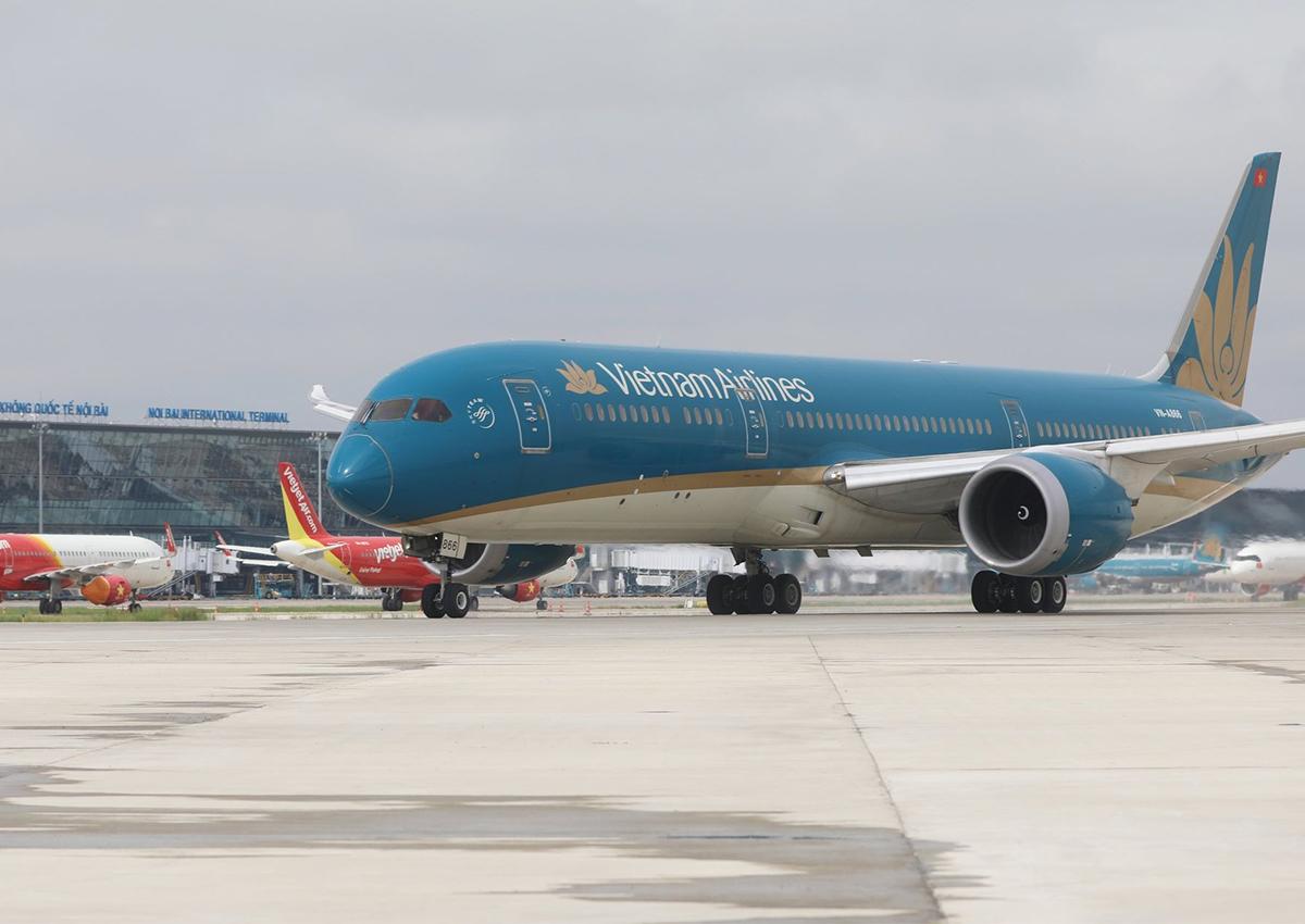 Sân bay Nội Bài tiếp tục dừng đón các chuyến bay thương mại để phòng dịch. Ảnh: Ngọc Thành.