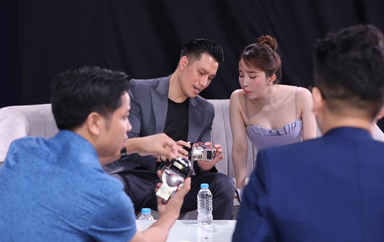 Diễn viên Việt Anh và Quỳnh Nga tại lễ ra mắt trực tuyến của Zestech.